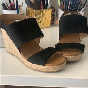 Black Strapped Wedged Sandal SZ 8.5